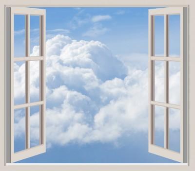 朝、窓を開けて外の空気を胸いっぱいに吸い込む