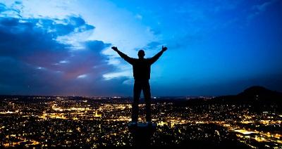 高いところから世界を見渡すことができる
