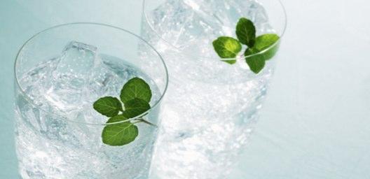 炭酸水を美味しくする5つの飲み方!残暑をさわやかに過ごす方法