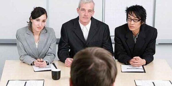 人前で緊張しない方法を使い、就職面接に合格するコツ