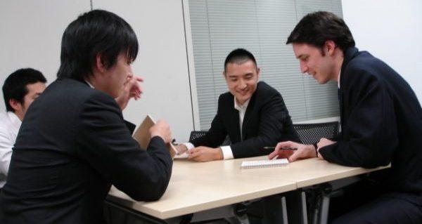 口下手で損しない、職場で使える円滑コミュニケーション術