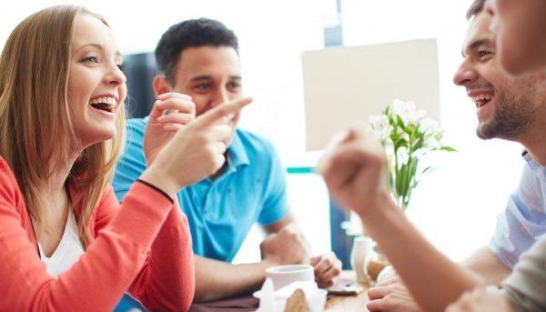緊張をほぐす会話を使って、場をなごませる5つの方法