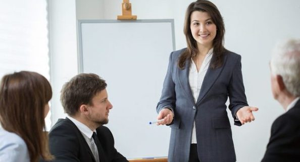 人前で話すときの緊張を和らげる5つのコツ