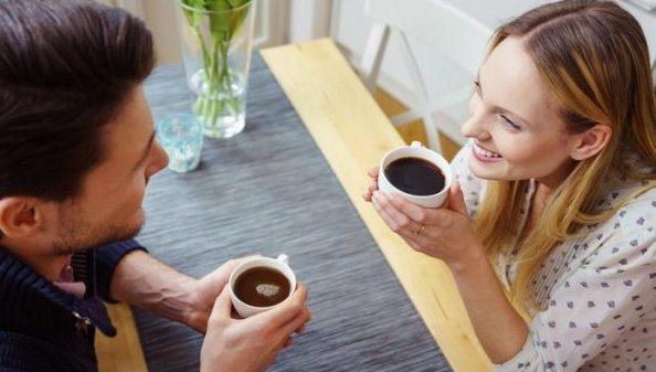 目を見て話すのが辛い人に奨める、視線が気にならなくなる5つの方法