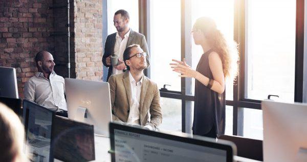 会話術を使って職場の人間関係を円満に保つコツ