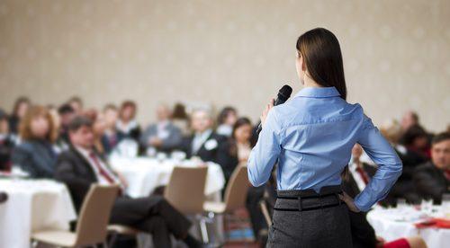人前で話すのが苦手なら必見!緊張しないで会話する5つの方法