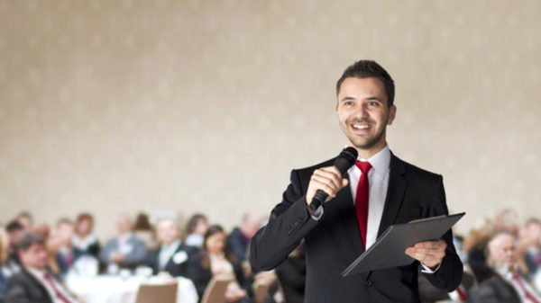 スピーチのコツを学び、無駄な緊張感から解放される方法