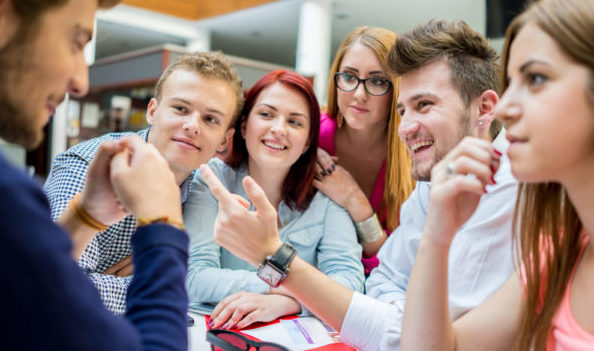 雑談力を磨いて職場の雰囲気をなごませる5つの方法